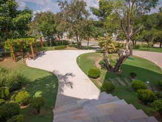 Jardines de estilo ecléctico de Roncato Paisagismo e Comércio de Plantas Ltda Ecléctico