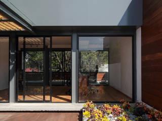 Phòng học/văn phòng phong cách tối giản bởi ZTUDIO-ARQUITECTURA Tối giản