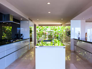 Tropical style kitchen by Arcencielstudio Tropical
