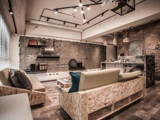 Salas de estar industriais por 丰墨設計 | Formo design studio Industrial