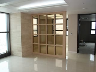 Puertas y ventanas modernas de DECORIAN Moderno