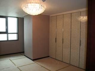 Ankleidezimmer von DECORIAN, Modern