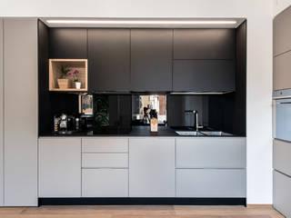 8760 dm2 Cucina in stile scandinavo di Tommaso Giunchi Architect Scandinavo