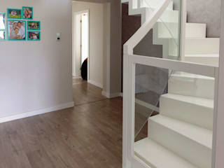 lifestyle-treppen.de Modern Corridor, Hallway and Staircase Wood