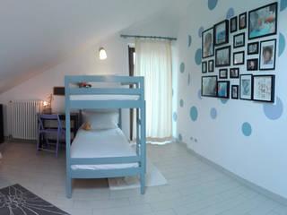 Casa Baie - Cambaire casa con l'uso del colore: Stanza dei bambini in stile  di PROGETTO Bi
