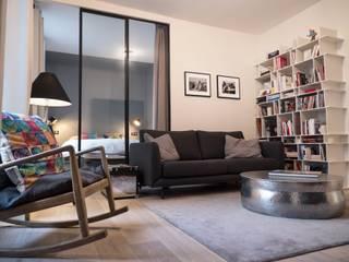 Soggiorno moderno di Xavier Lemoine Architecture d'Intérieur Moderno