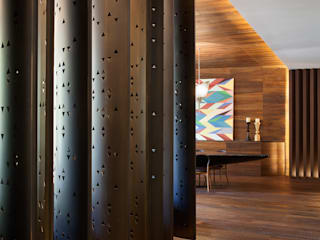 Eclectic style corridor, hallway & stairs by ARRCC Eclectic