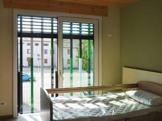 Piccola Fraternità - camera : Camera da letto in stile in stile Moderno di LASAstudio
