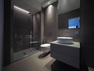 PA-House - bagno: Bagno in stile in stile Moderno di LASAstudio