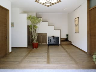 ROMAN stage Y's 一級建築士事務所 モダンスタイルの 玄関&廊下&階段 木 白色