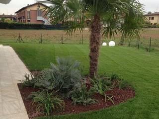Giardino Privato Villa a Centenaro Giardino minimalista di Quartiere Fiorito Minimalista