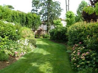 Progettazione, realizzazione e manutenzione del giardino Giardino moderno di Quartiere Fiorito Moderno
