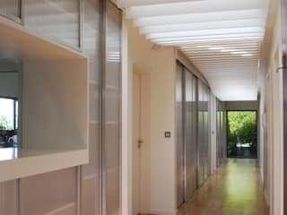 All Weather House Modern corridor, hallway & stairs by ROEWUarchitecture Modern