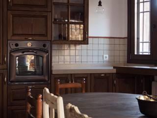 Cucina in stile rustico di Estudio de Cocinas Musa Rustico
