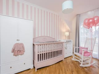 Nursery: classic Nursery/kid's room by Funique Furniture