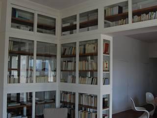Grande libreria bifacciale ,Bookcase FALEGNAMERIA EMILIANA S.R.L. Sala da pranzo moderna