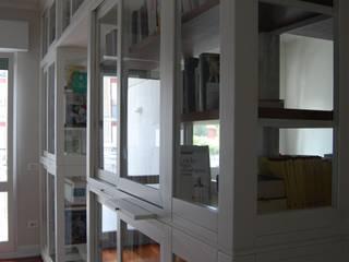 Grande libreria bifacciale ,Bookcase FALEGNAMERIA EMILIANA S.R.L. Ingresso, Corridoio & Scale in stile moderno