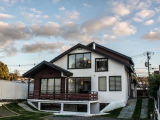 Rehabilitación de vivienda en la localidad de Penco Casas de estilo ecléctico de ARQUITECTURA E INGENIERIA PUNTAL LIMITADA Ecléctico