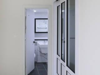 천연 나무 벽지와 대리석 욕실 리모델링, 부천 상동 34평 인테리어 모던스타일 거실 by 금화 인테리어 모던