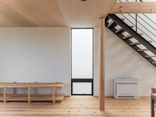 HOUSE IN MARUOKA: TTA+A 高橋利明建築設計事務所が手掛けた窓です。