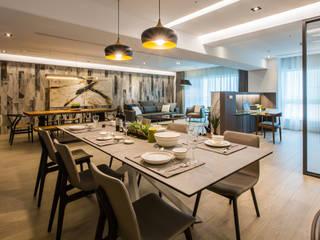 Sala da pranzo moderna di 石久設計 Moderno