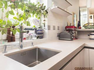GRANMAR Borowa Góra - granit, marmur, konglomerat kwarcowy Cocinas de estilo clásico Cuarzo