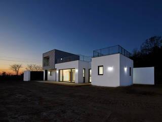 강화도 창후리 바다가 보이는 전원주택 모던스타일 주택 by 경피리 건축발전소 모던