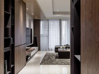 Modern corridor, hallway & stairs by 双設計建築室內總研所 Modern