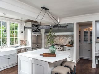 Kitchen by Christopher Architecture & Interiors, Colonial