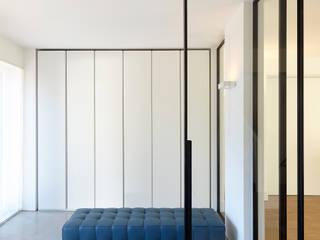 Haus Ku. Moderner Flur, Diele & Treppenhaus von Lioba Schneider Modern