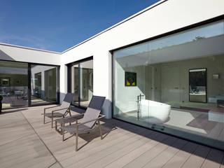 Villa S. Moderner Balkon, Veranda & Terrasse von Lioba Schneider Modern