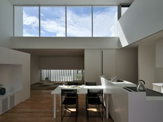 Modern dining room by 門一級建築士事務所 Modern