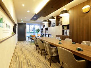 株式会社Juju INTERIOR DESIGNS Offices & stores Wood effect