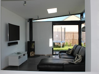 Dab Den Extension:  Living room by Dab Den Ltd