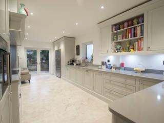 Handmade bespoke grey kitchen:  Kitchen by Debenvale