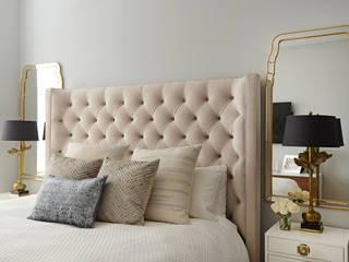Camera da letto in stile  di Mel McDaniel Design