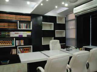 directors cabin:  Study/office by kalky interior