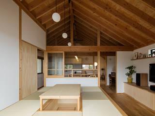 リビング全景: 藤森大作建築設計事務所が手掛けたリビングです。