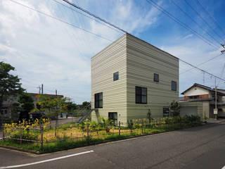 イシウエヨシヒロ建築設計事務所 YIA Casas de madera Hierro/Acero Beige
