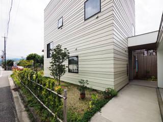 イシウエヨシヒロ建築設計事務所 YIA Jardines en la fachada Hierro/Acero Verde