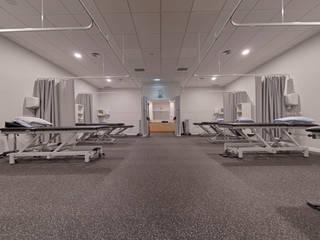 Modern corridor, hallway & stairs by MOODULAR Modern