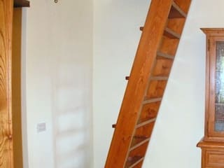 Gli Artigiani dei f.lli M.& S. Cordi snc Vestíbulos, pasillos y escalerasEscaleras Madera maciza Marrón