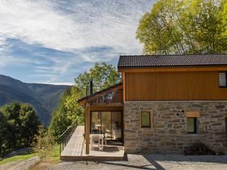 Maison Ossature Bois Pyrénées- IGNAUX: Maisons de style de style Moderne par Falco Construction Bois