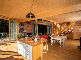 Maison Ossature Bois Pyrénées- PERLES ET CASTELET: Couloir et hall d'entrée de style  par Falco Construction Bois
