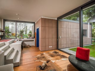 Modern corridor, hallway & stairs by Moretti MORE Modern