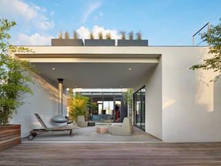 SA-DA Architecture Modern style balcony, porch & terrace