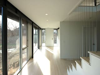 Montauk House Modern Corridor, Hallway and Staircase by SA-DA Architecture Modern