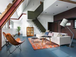 Wonen in een klaslokaal Moderne woonkamers van Sigrid van Kleef & René van der Leest - Studio Ruim Modern
