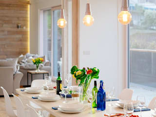 Treasure House, Polzeath | Cornwall Moderne eetkamers van Perfect Stays Modern