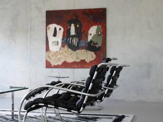 Lichtgrijze gietvloer in loft te Amsterdam:  Muren door Motion Gietvloeren, Modern